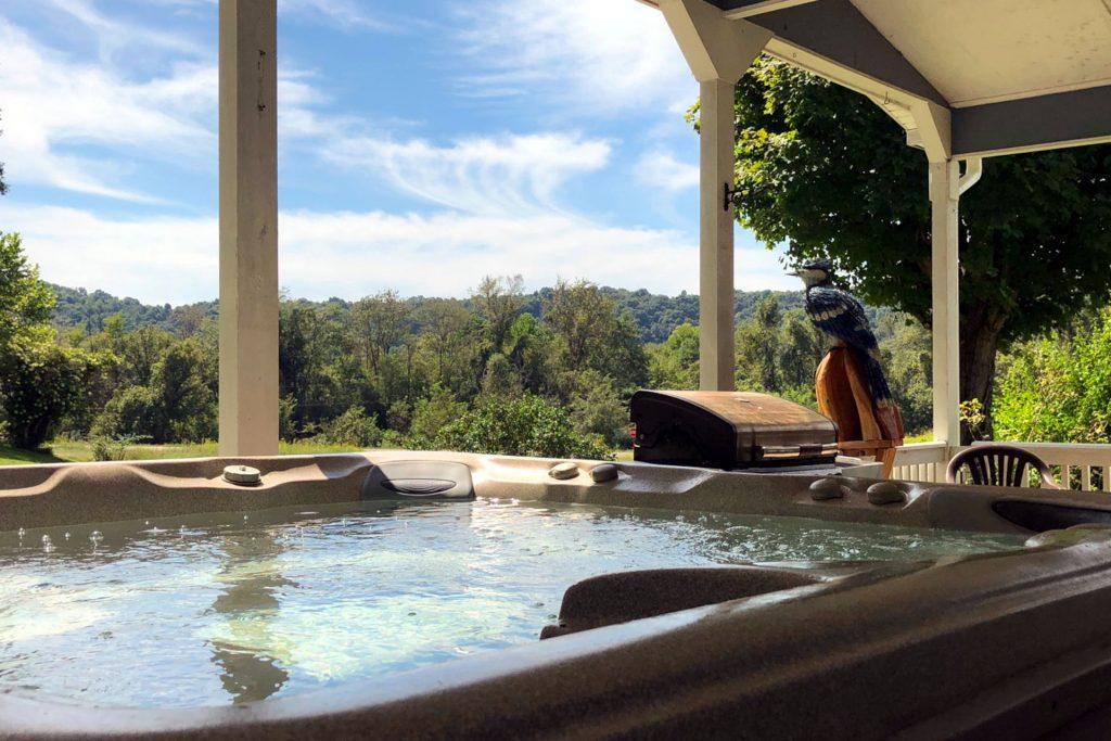 Blue Jay Cabin hot tub