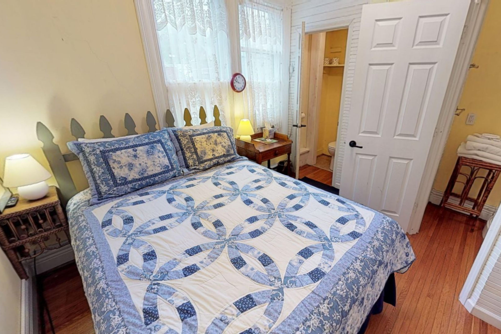 Posy Room Primrose bed and breakfast