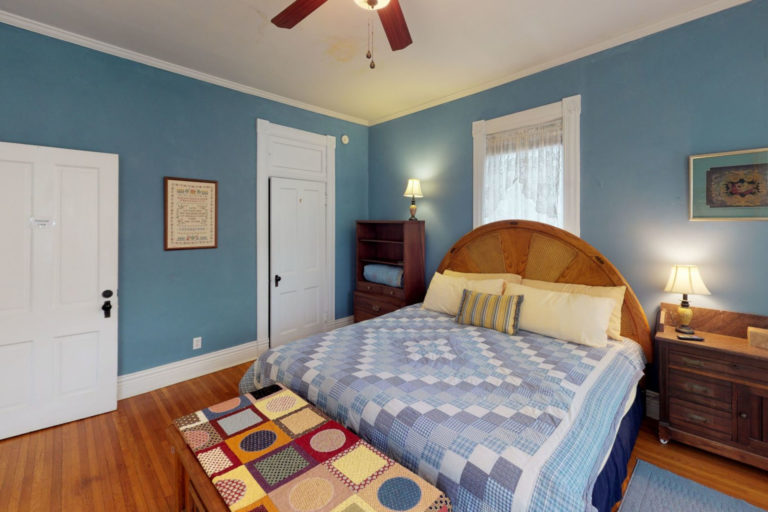 Lane Room Primrose bed and breakfast